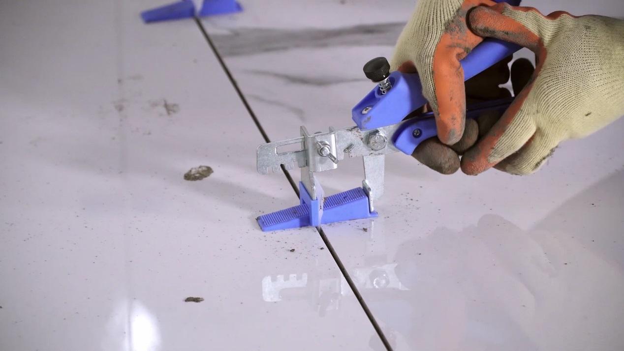 C:\Users\boris.wang\Desktop\DUNLOP德系工艺 - 大幅面陶瓷薄板铺贴系统方案\施工过程图集\大板铺贴教学(无字幕版).00_06_47_03.静止095.jpg